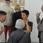 """Vernissage """"Urban Sketchers: Olivia Aloisi (zweite von rechts), Eva Eder, André Sandmann (links)"""" in der Galerie im Gluri Suter Huus, 26.8.2018 © Eva Eder, 2018"""