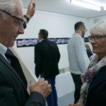 Gemeindeammann Roland Kuster (links) im Gespräch mit Eva Eder (rechts)